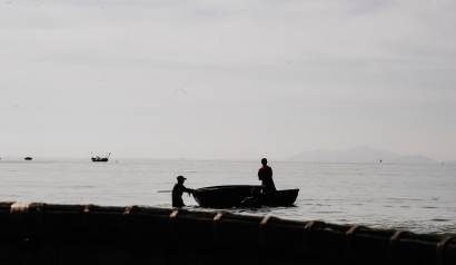 action-beach-boats-canoe-daylight-fishermen-1419079-pxhere.com